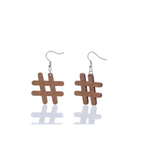 Nyírfából készült fülbevaló hashtag motívummal, barna színben