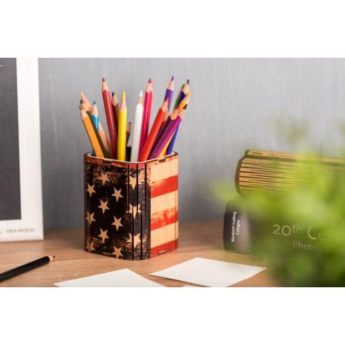 Nyírfából kézzel készült írószertartó, amerikai zászló motívummal