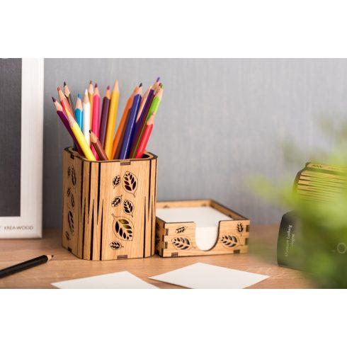 Tölgyfából kézzel készült írószertartó papírtömb tartóval, falevél mintával